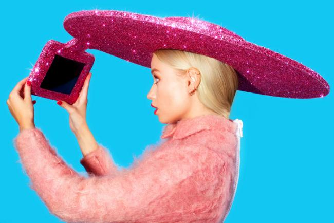 650_1000_acer-selfie-hat-01